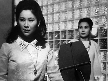 『色と欲』(1965/新藤孝衛監督)右は新高恵子